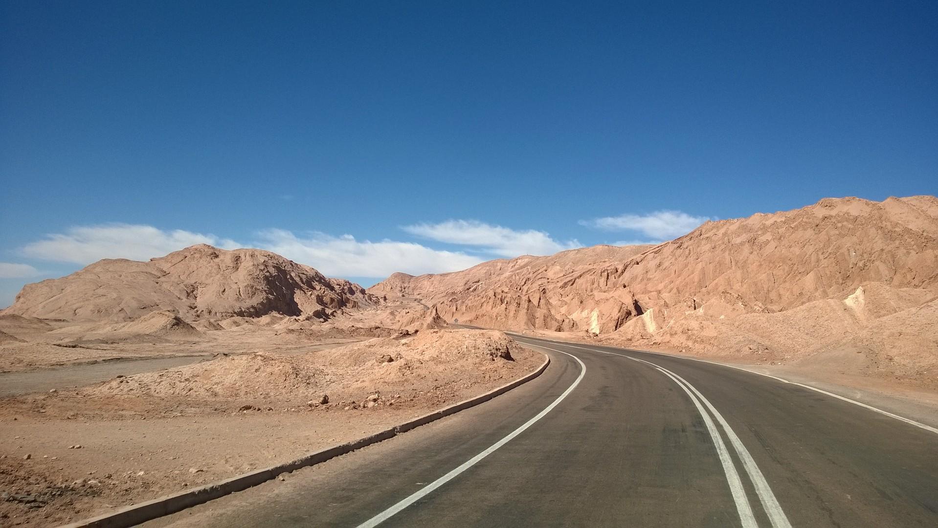Strasse durch die Wüste