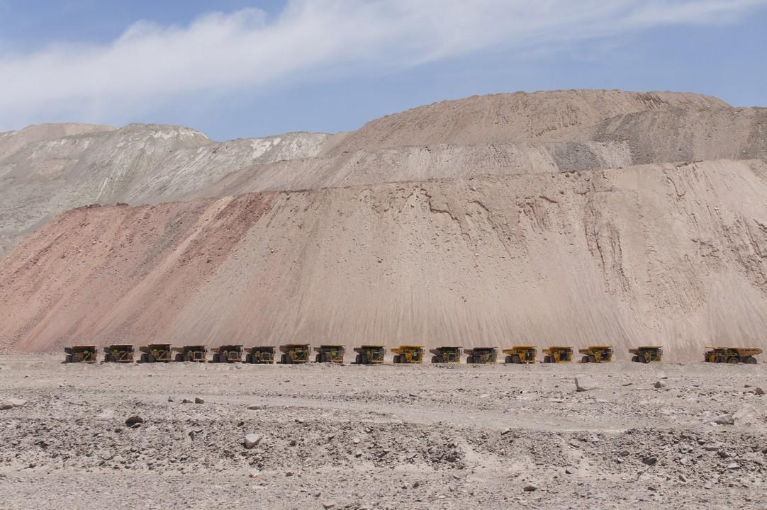 Riesen-LKWs für den Kupfertransport